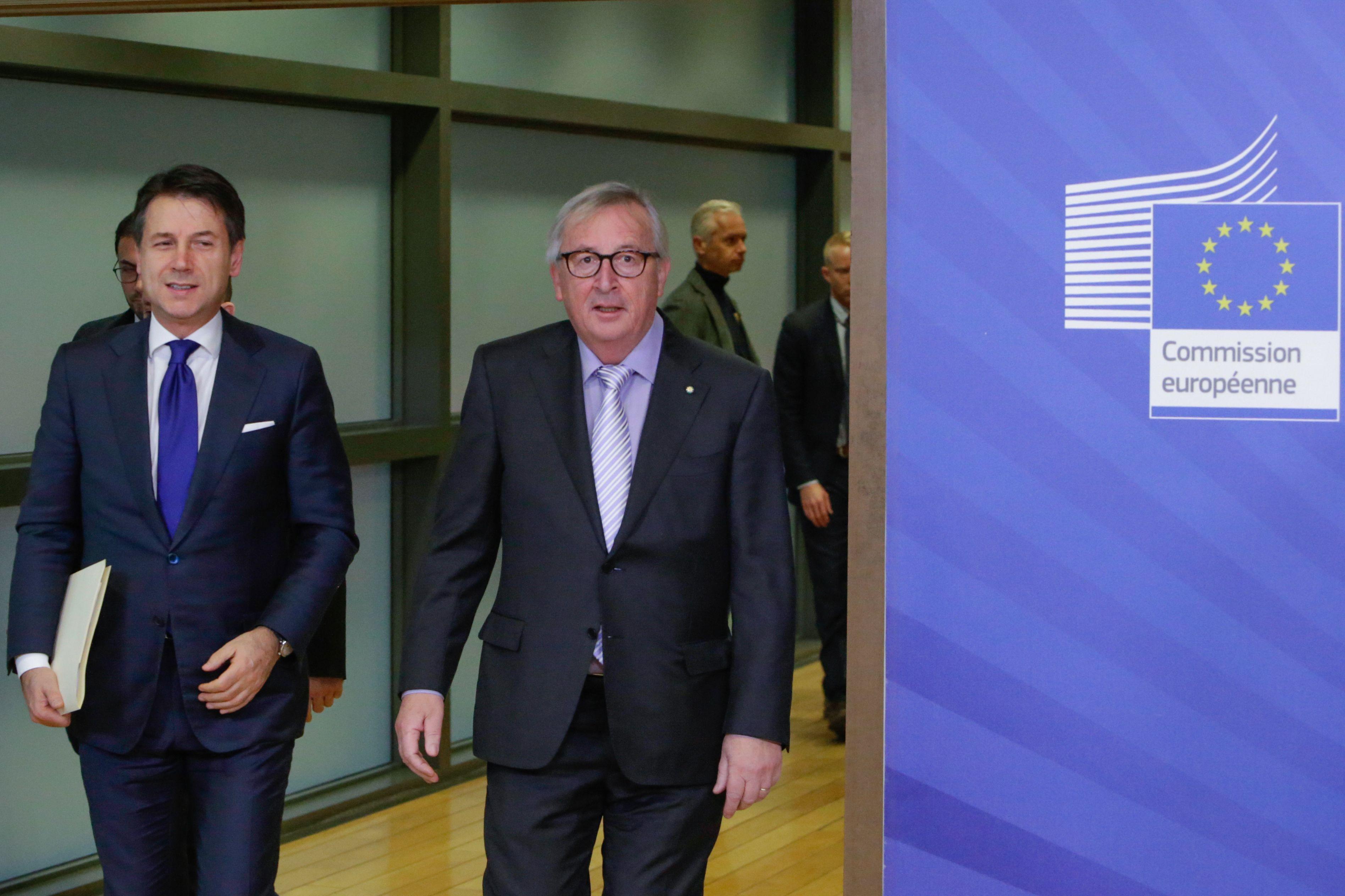 BRUXELLES STUDIA LE CARTE - La Commissione vuole vederci chiaro, primo giudizio positivo. Per evitare la procedura vanno conv...