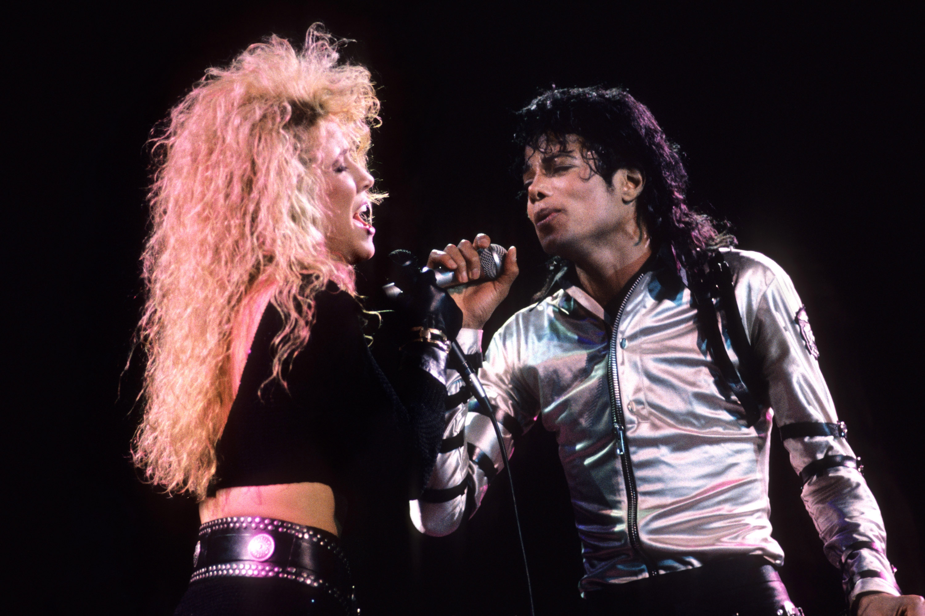Sheryl Crow is mad at a lot of people over Michael Jacksons alleged sex abuse