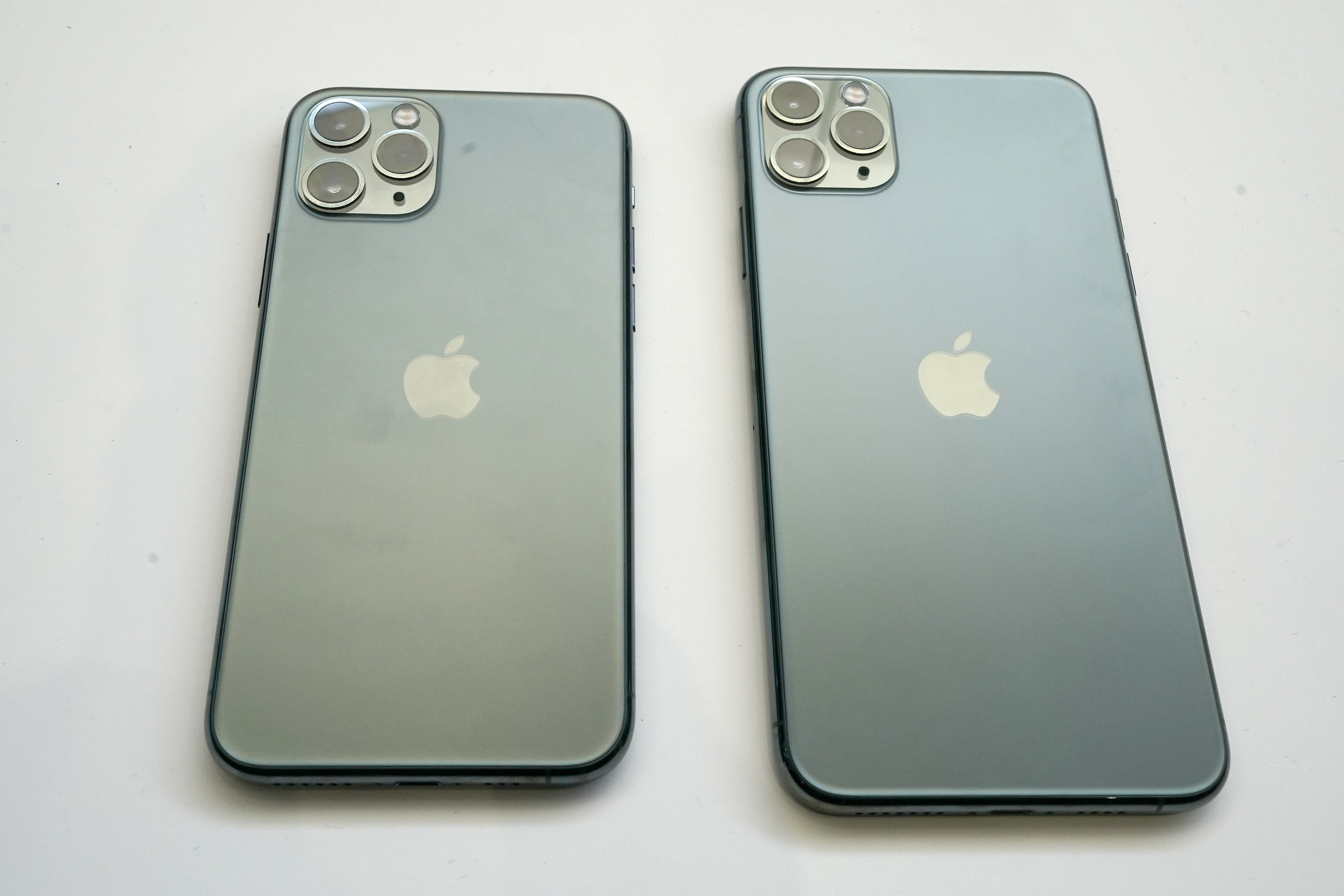The design of the new iPhone is triggering people's trypophobia [Photo: AP Photo/Tony Avelar]