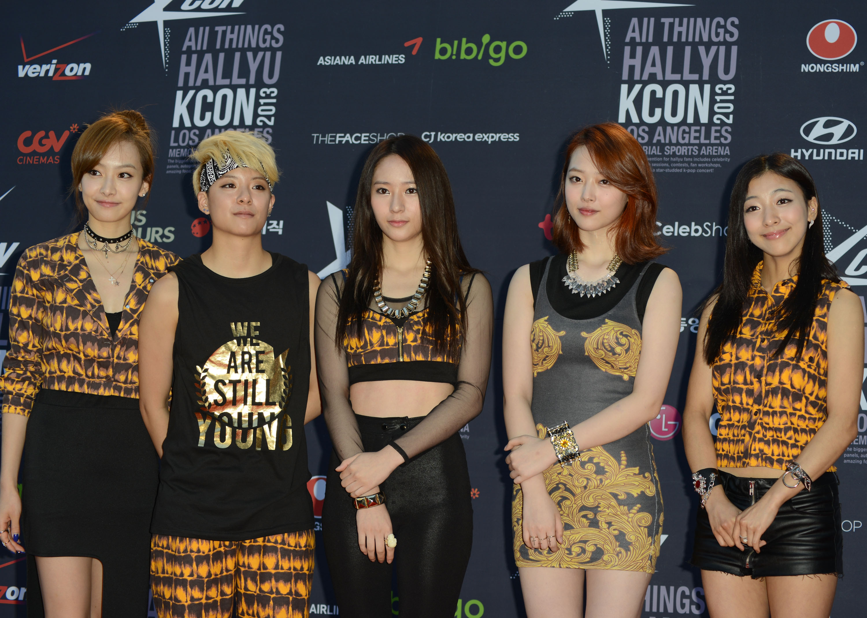 LOS ANGELES, CA - AUGUST 25: (L-R) Victoria Song, Amber Liu, Krystal Jung, Sulli and Luna from girl group F(x) arrive to KCON 2013 convention for K-Pop fans - Day 2 at the Los Angeles Memorial Sports Arena on August 25, 2013 in Los Angeles, California.  (Photo by Keipher McKennie/WireImage)