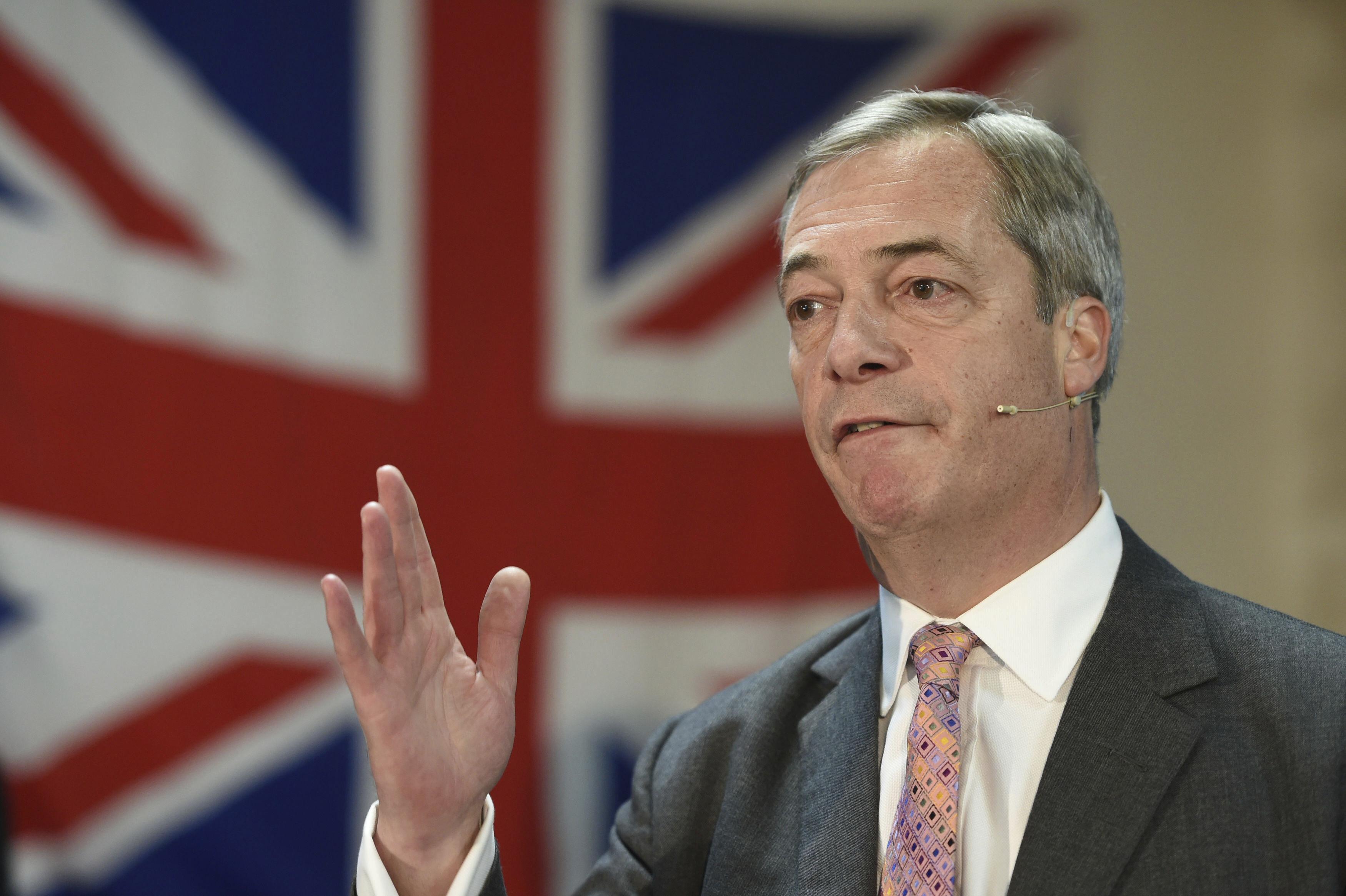 El líder del Partido Brexit, Nigel Farage, durante un mitin para las elecciones generales de diciembre, en Ilford, Essex, Inglaterra, el 13 de noviembre de 2019. (Joe Giddens/PA via AP)