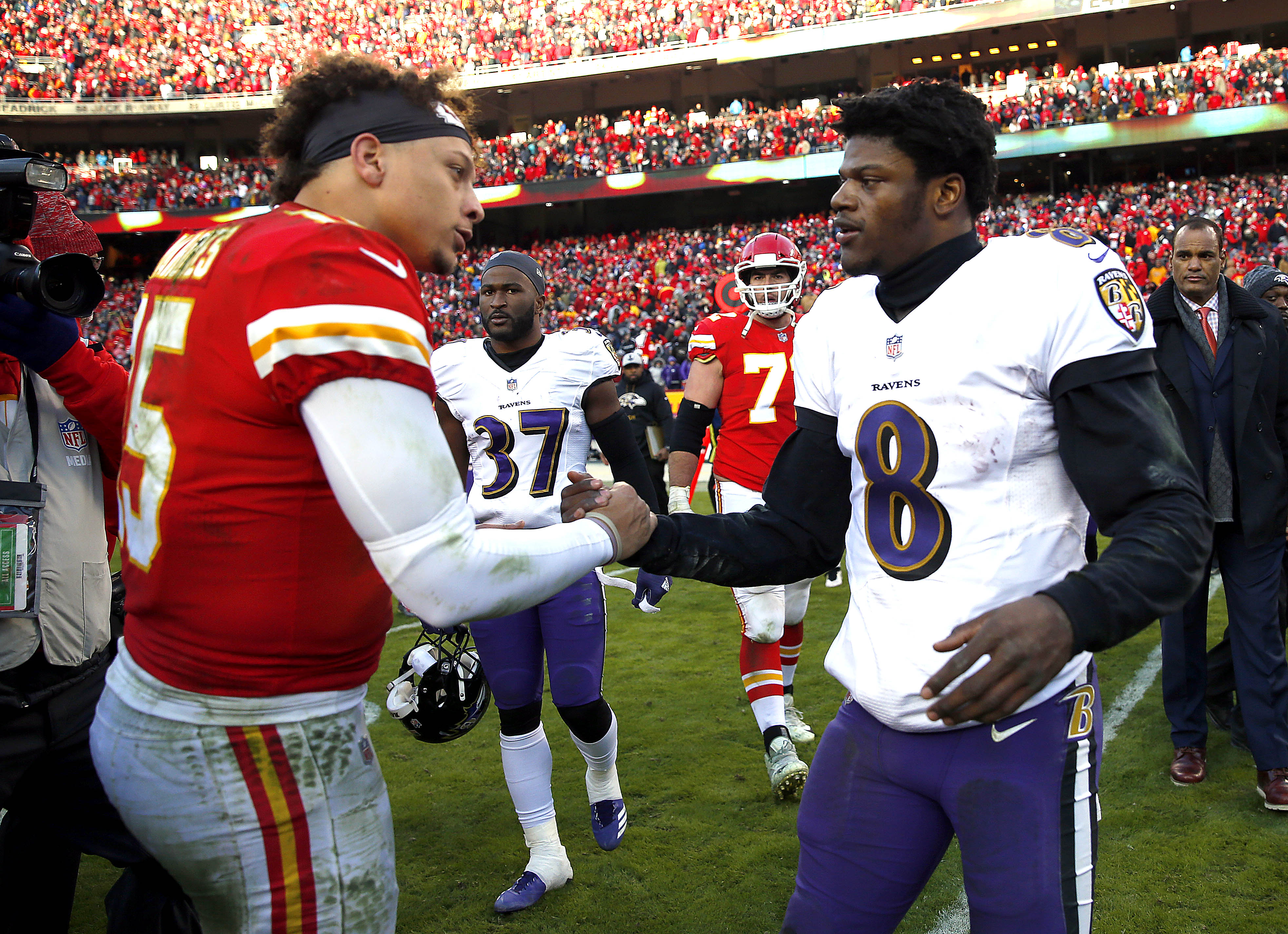 Chiefs quarterback Patrick Mahomes and Ravens quarterback Lamar Jackson have won the last two MVP awards. (Photo by Jamie Squire/Getty Images)