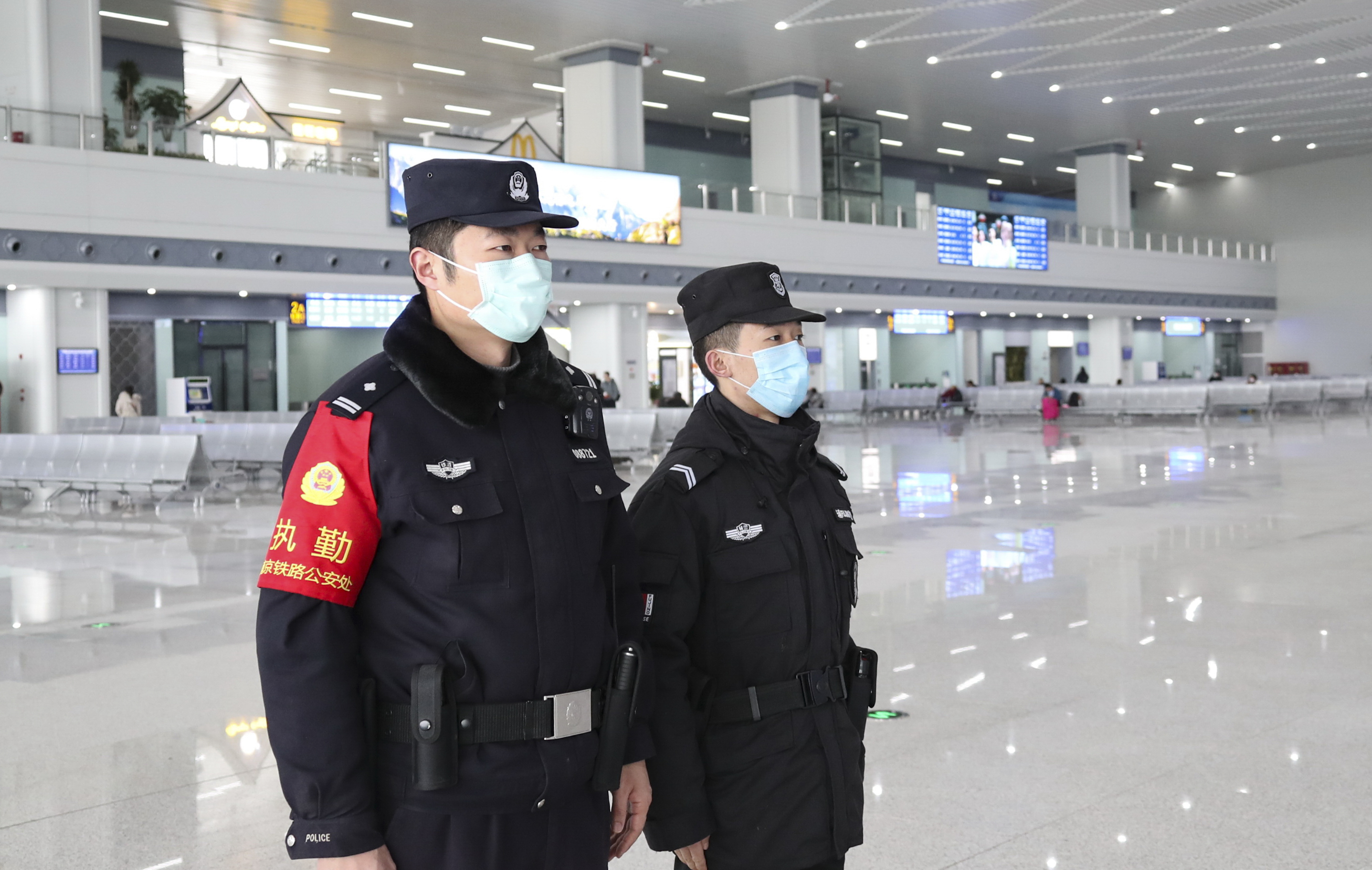 Chinese auxiliary police officers wearing face masks for the prevention of the new coronavirus stand guard at Huai'an East Railway Station during the Spring Festival travel rush ahead of the Chinese New Year in Huai'an City, east China's Jiangsu Province on January 23rd, 2020. (Photo by Zhao Qirui / Costfoto/Sipa USA)