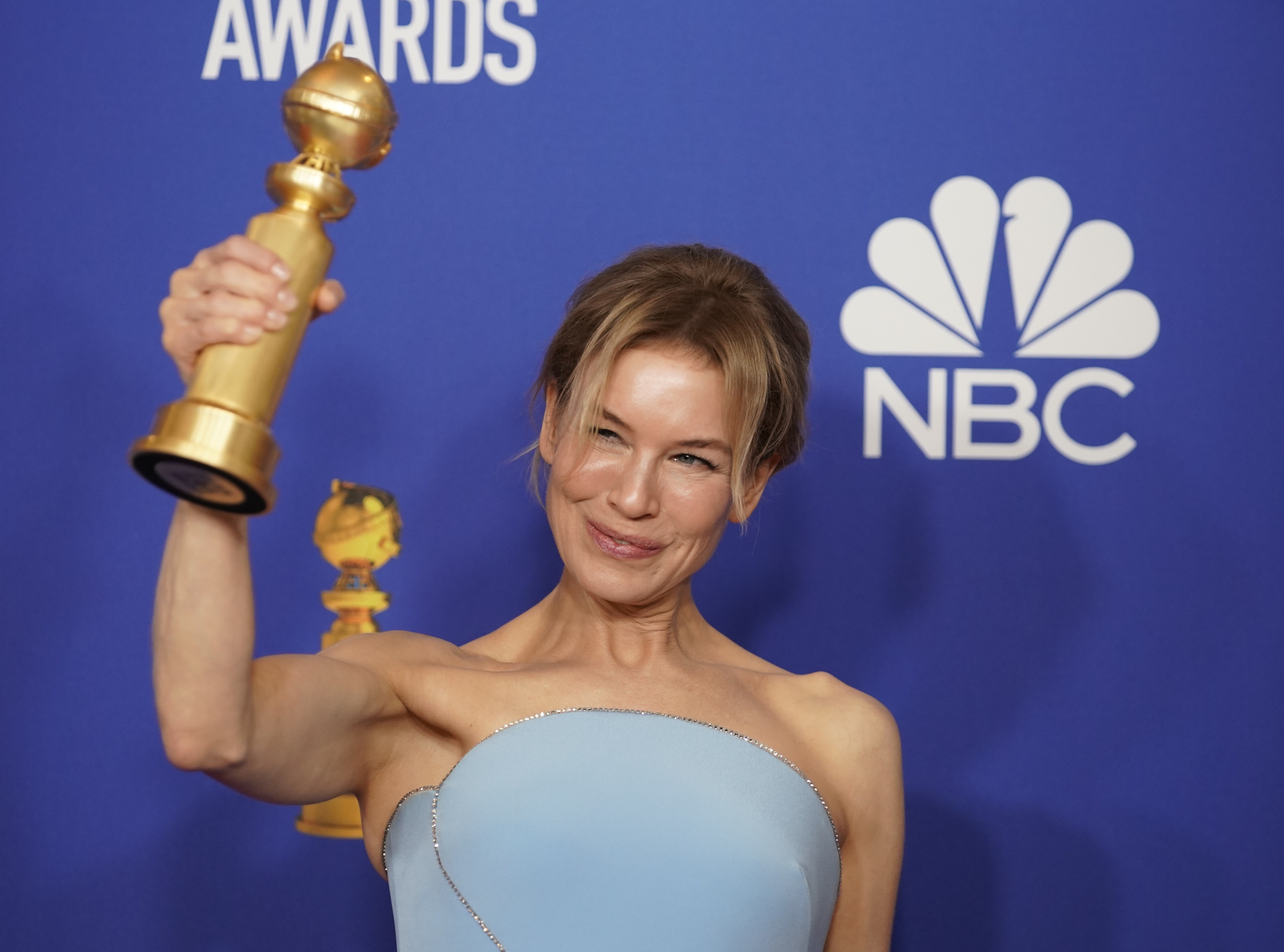 """77th Golden Globe Awards - Photo Room - Beverly Hills, California, U.S., January 5, 2020 - Renee Zellweger poses backstage with her Best Performance by an Actress in a Motion Picture - Drama award for """"Judy"""". REUTERS/Mike Blake"""