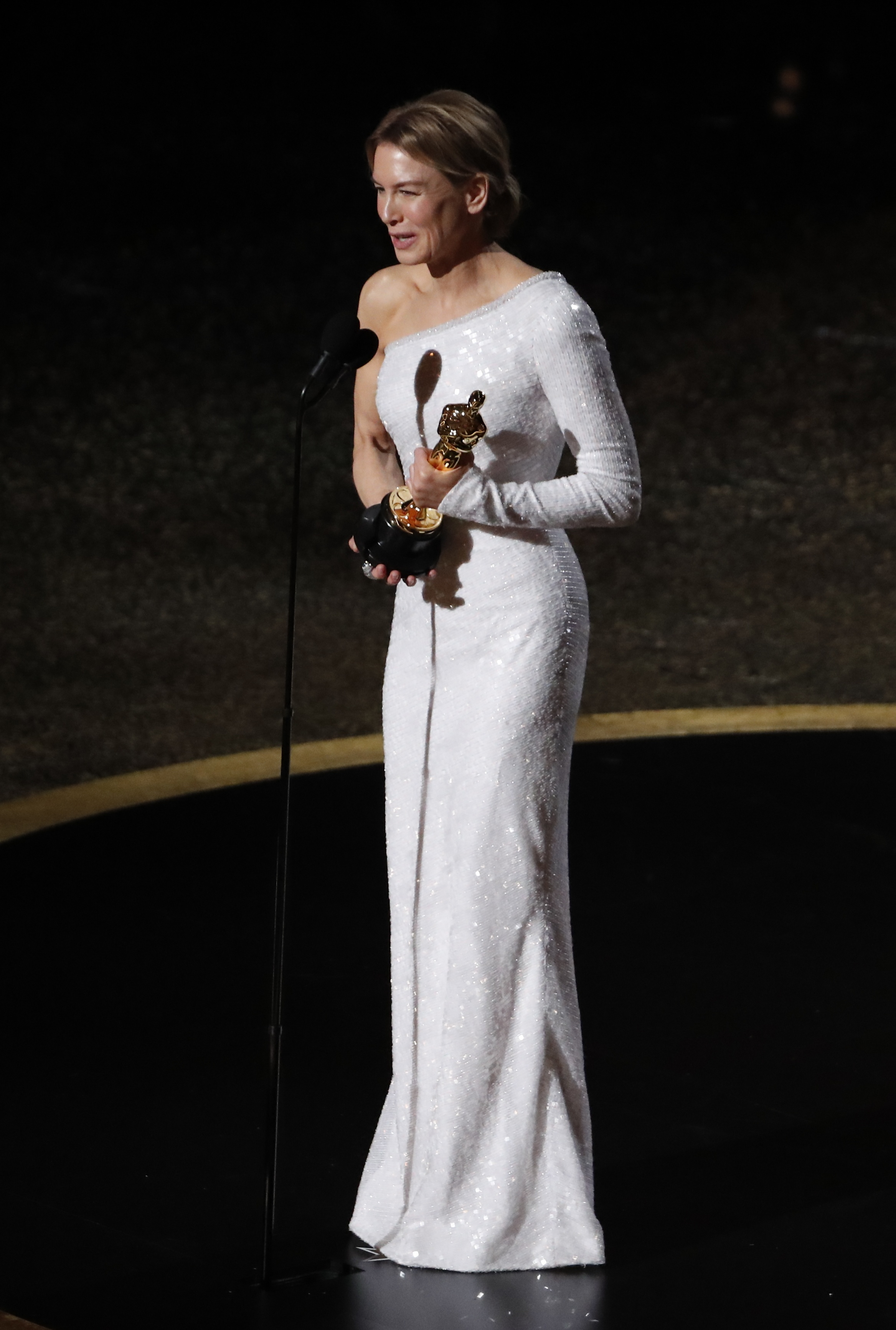 """Renee Zellweger wins the Oscar for Best Actress in """"Judy"""" at the 92nd Academy Awards in Hollywood, Los Angeles, California, U.S., February 9, 2020. REUTERS/Mario Anzuoni"""