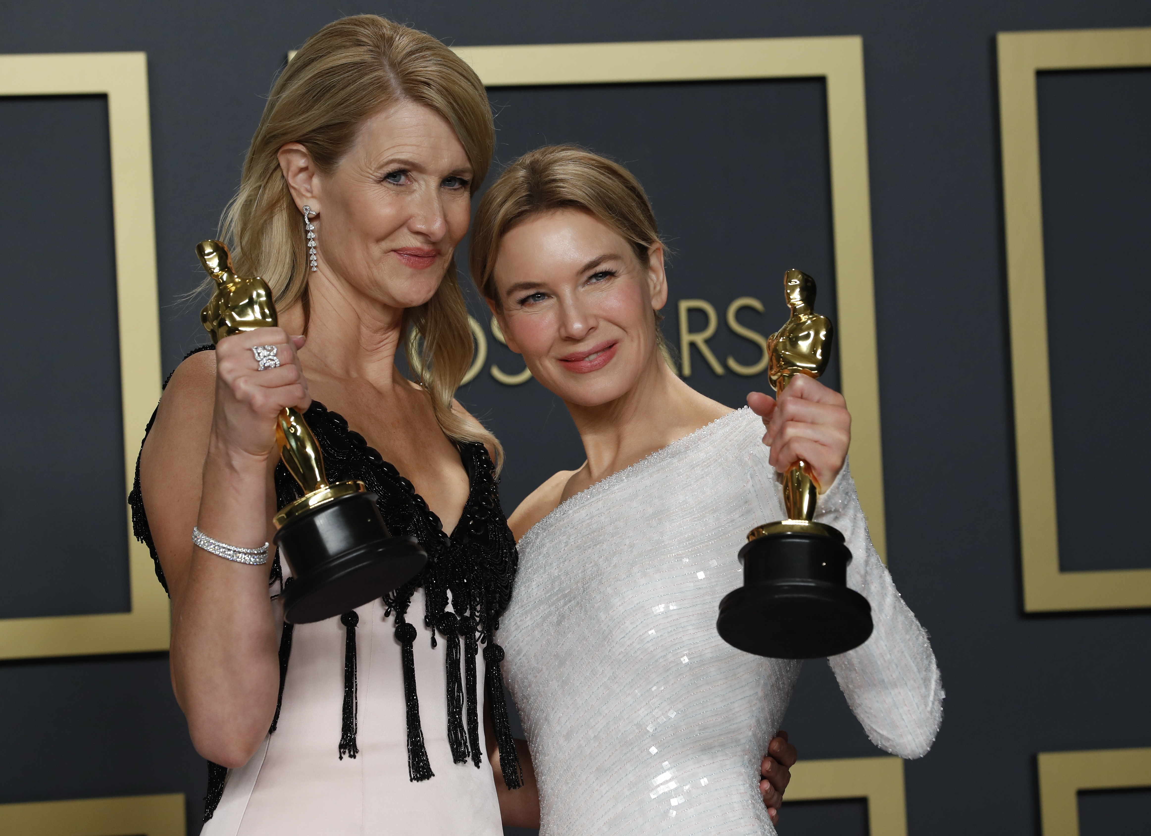 """Laura Dern poses with the Oscar for Best Supporting Actress in a ``Marriage Story'' and Renee Zellweger with her Oscar for Best Actress for """"Judy"""" in the photo room at the 92nd Academy Awards in Hollywood, Los Angeles, California, U.S., February 9, 2020. REUTERS/Lucas Jackson"""