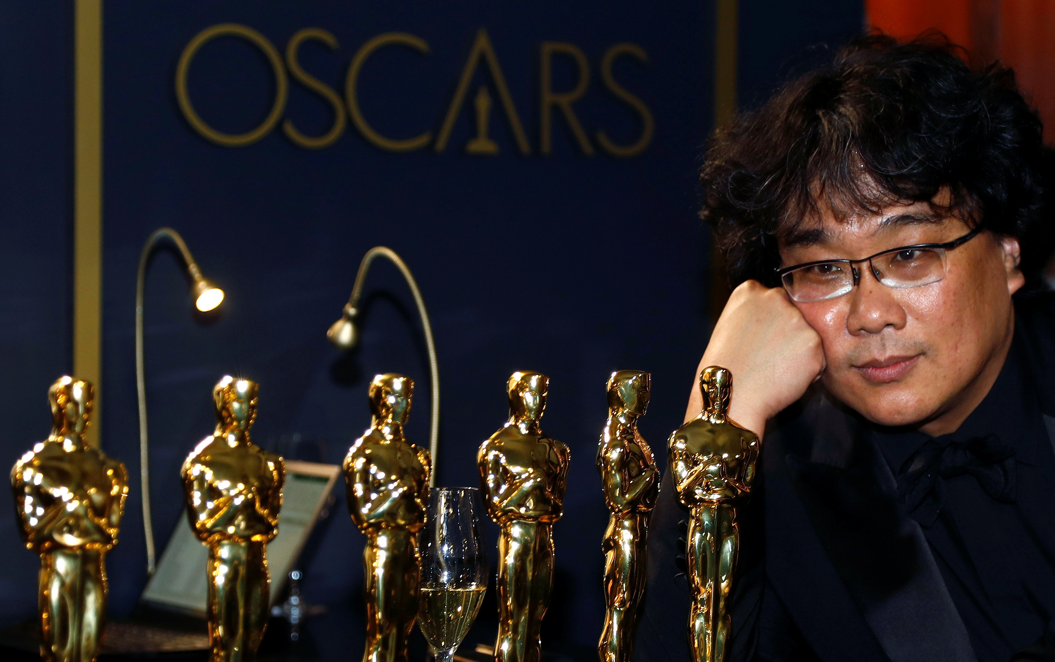 """Bong Joon Ho poses with the Oscars for """"Parasite"""" at the Governors Ball following the 92nd Academy Awards in Los Angeles, California, U.S., February 9, 2020. REUTERS/Eric Gaillard TPX IMAGES OF THE DAY"""