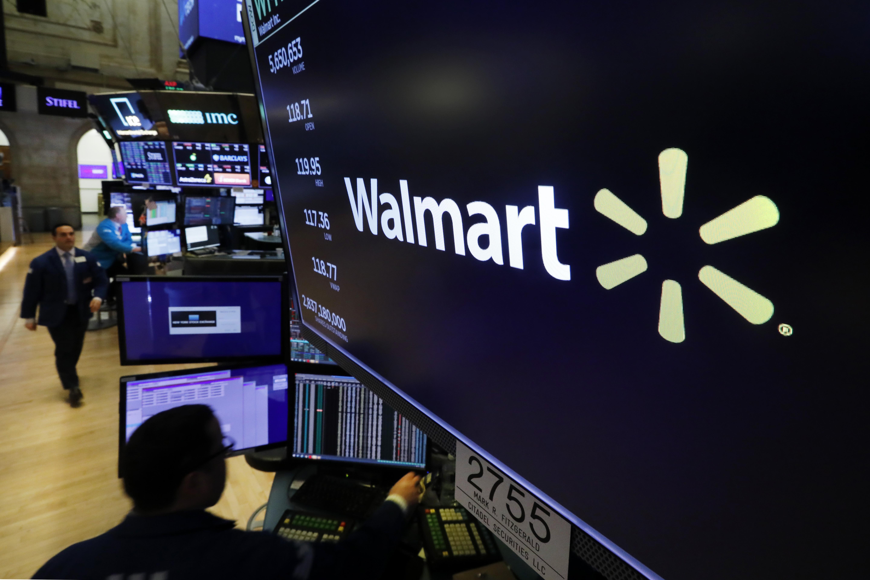 Fotografía de archivo del 18 de febrero de 2020 del logo de Walmart en la Bolsa de Valores de Nueva York. (AP Foto/Richard Drew, Archivo)