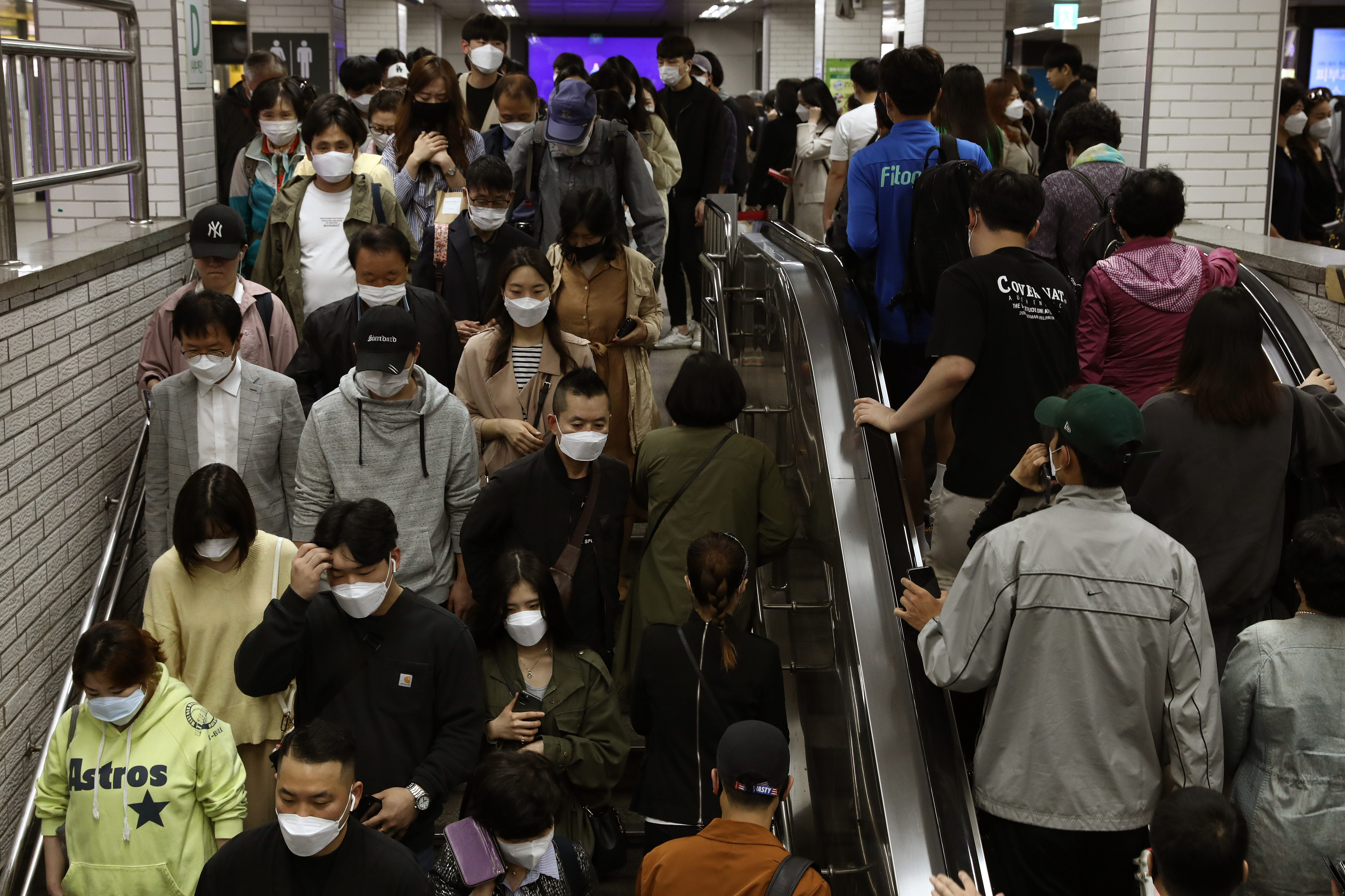 SEOUL, SOUTH KOREA - MAY 11: South Korean commuters wear protective masks as they crowd on an escalator and stairs after getting off the subway during rush hour on May 11, 2020 in Seoul, South Korea. Coronavirus cases linked to clubs and bars in Seoul's multicultural district of Itaewon have jumped to 54, an official said Sunday, as South Korea struggles to stop the cluster infection from spreading further. According to the Korea Center for Disease Control and Prevention, 35 new cases were reported. The total number of infections in the nation tallies at 10,909. (Photo by Chung Sung-Jun/Getty Images)