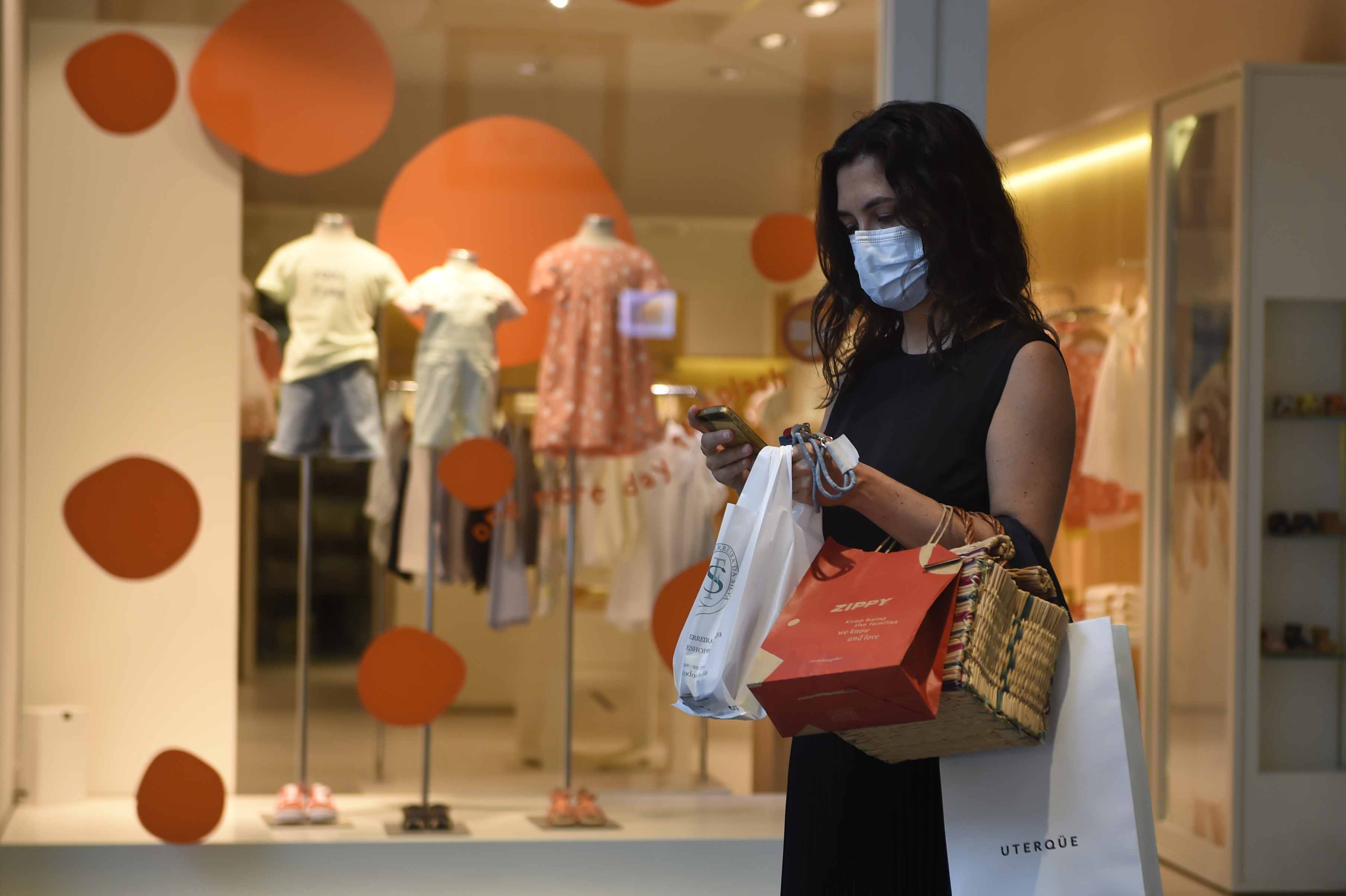 A costumer uses a face mask at the Norte Shopping Center in Porto, on June 1, 2020 as the shopping centres reopened after the lockdown to prevent the spread of coronavirus disease, COVID-19. - After a closure of two months and a half due to the coronavirus pandemic, cinemas, theatres and performance halls reopen as of today in Portugal, which continues its deconfinement process. Shopping centers may also reopen, except for those in the Lisbon region, where a more significant increase in Covid-19 cases occurred in recent days than in the rest of the country. (Photo by MIGUEL RIOPA / AFP) (Photo by MIGUEL RIOPA/AFP via Getty Images)