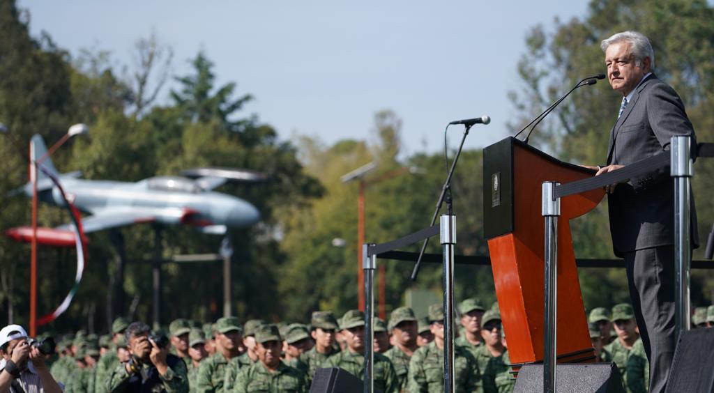 López Obrador aseguró que las fuerzas armadas mantendrán sus sueldos y los altos mandos ganarán