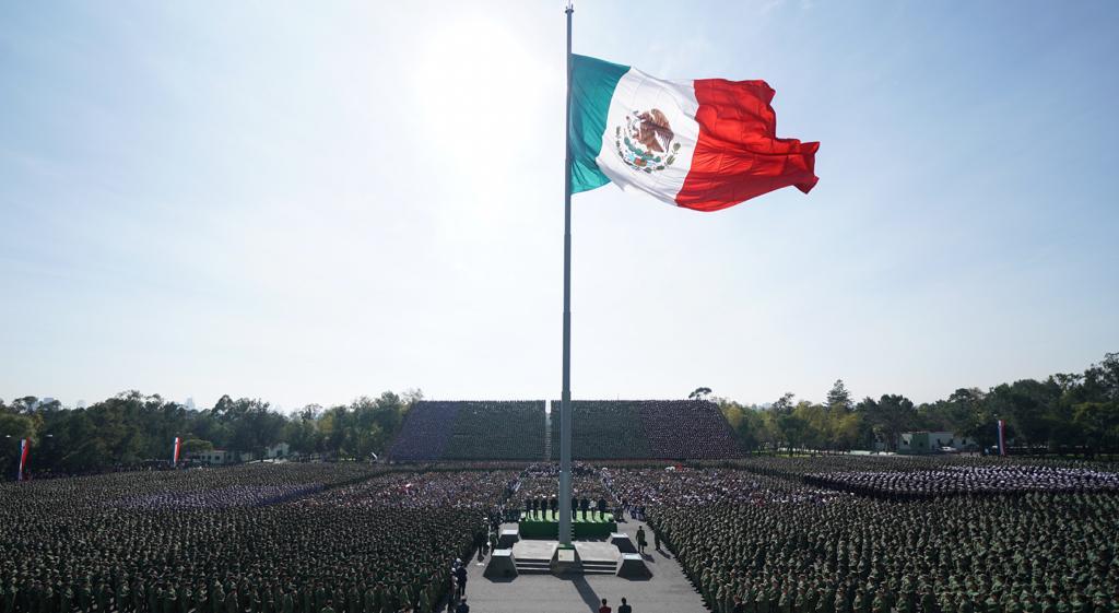 López Obrador y unos 21 mil elementos en la plaza Daniel