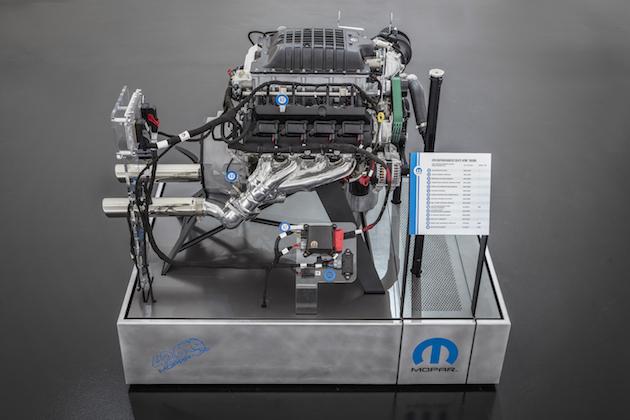 sema2018 メーカー純正エンジンで1 000馬力に moparが ヘレファント
