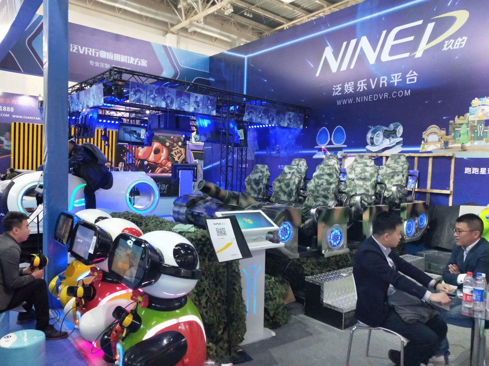 子供向けのVRゲーム筐体も展示されている