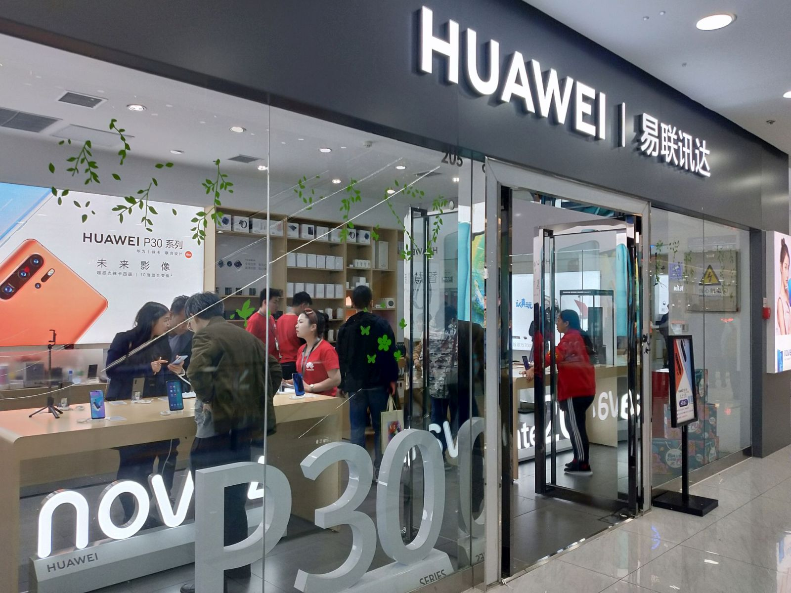 中国のファーウェイ代理店。モールなどでよく見る