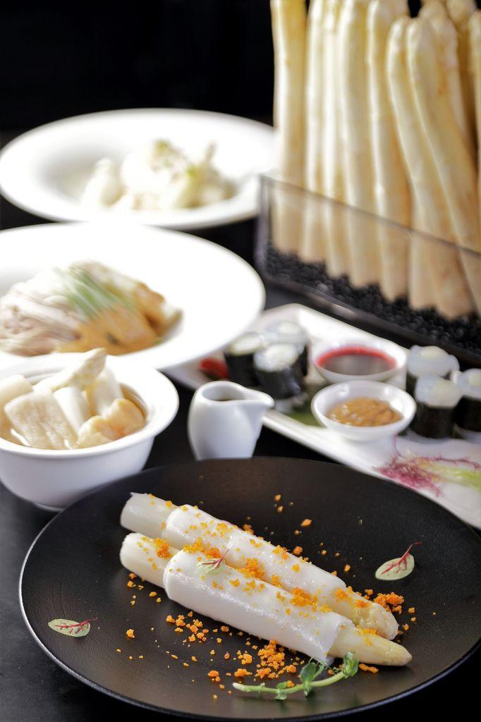 ▲台北晶華酒店全館以法國、台灣兩地白蘆筍入菜,推出法、粵、台、滬式等料理手法演繹出的15款白蘆筍美味,噱頭與選擇最多。
