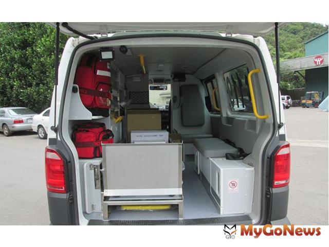 ▲「愛爾麗17號」救護車,更包含了內部的設備,如一般的氧氣設備、燒傷處理、自動體外心臟去顫器…等,也加裝了和先前捐贈的救護車相同的4面行車紀錄器(圖:愛爾麗國際醫療集團)