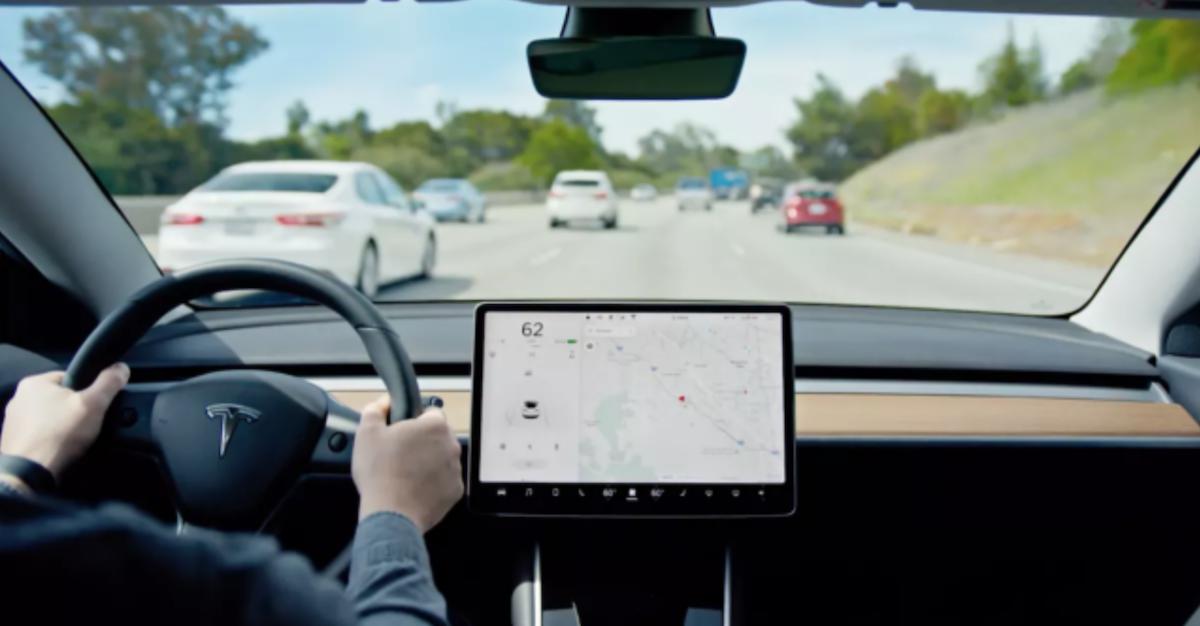 專注於捕捉衛星導航與車輛安全漏洞的《Regulus》表示,Tesla 可以被遠端攻擊,並造成行車危險。