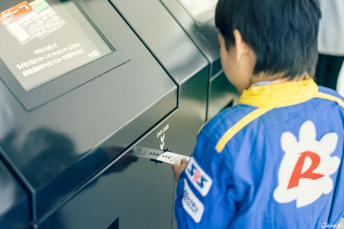 在賽道體驗結束後,把卡片鑰匙插入指定機器,便可以知道自己夠不夠「專業」。
