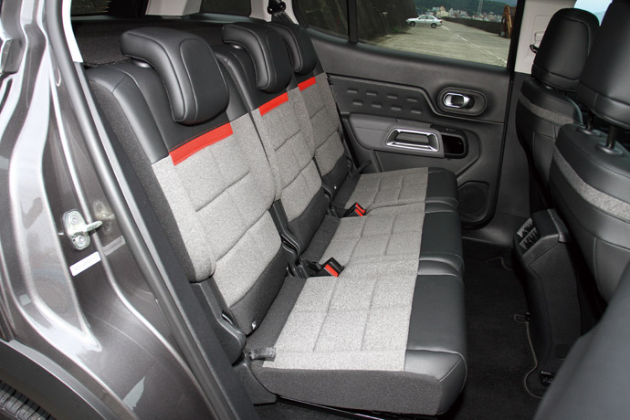 後座採3張獨立座椅設計,可各自前後移動15cm,並有5段角度的椅背調整。 版權所有/汽車視界