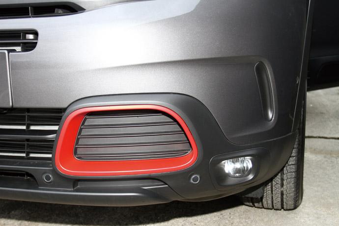 與車身顏色相異的下氣壩外框,帶出特殊的美感。 版權所有/汽車視界