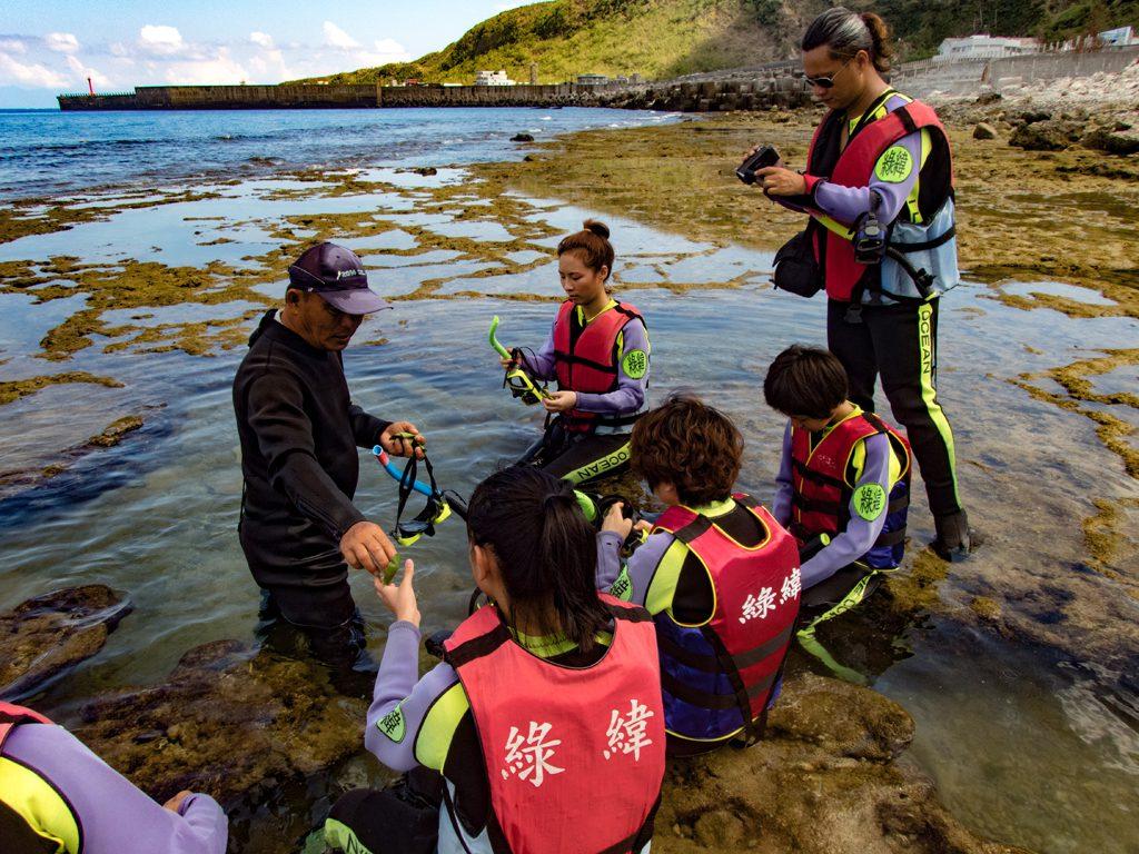 ▲綠島生態旅遊體驗-護蟹任務。(圖/Tripbaa趣吧!亞洲自由行專家)
