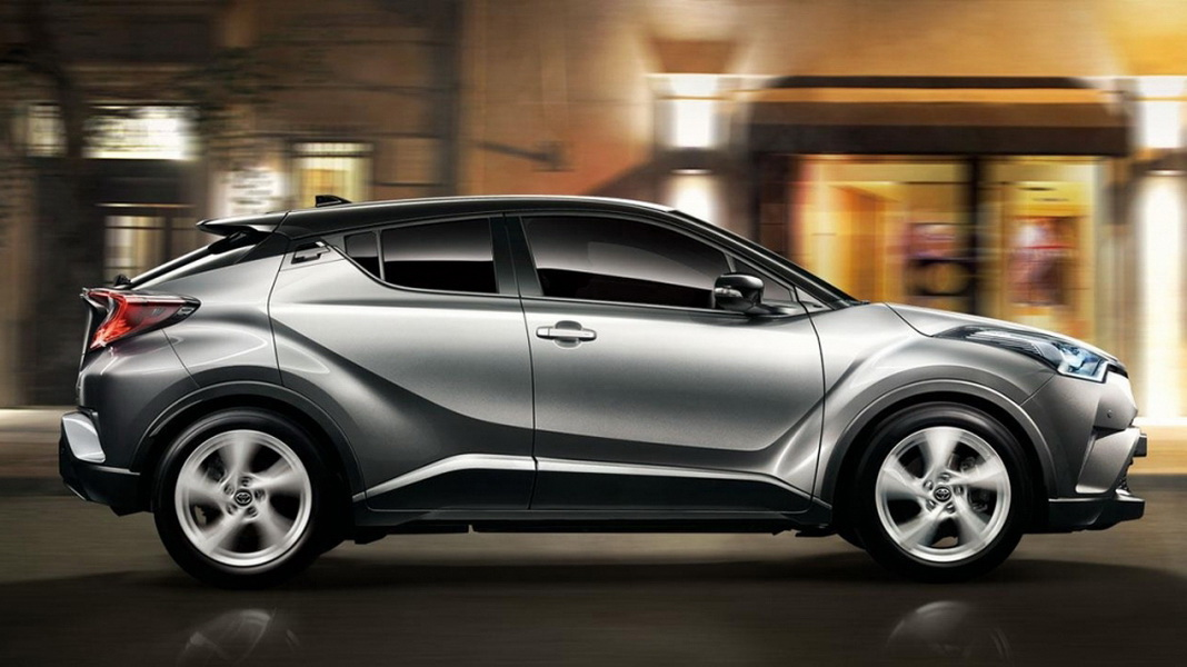 圖 / TOYOTA C-HR經典版採用原創鑽石結構設計,塑造立體獨特的車身線條,其Coupe-like流線跑格身型,結合厚實運動化下車身,搭配17吋五幅式動感鋁合金鋁圈,營造歐系時尚的類雙門跑旅氣息。