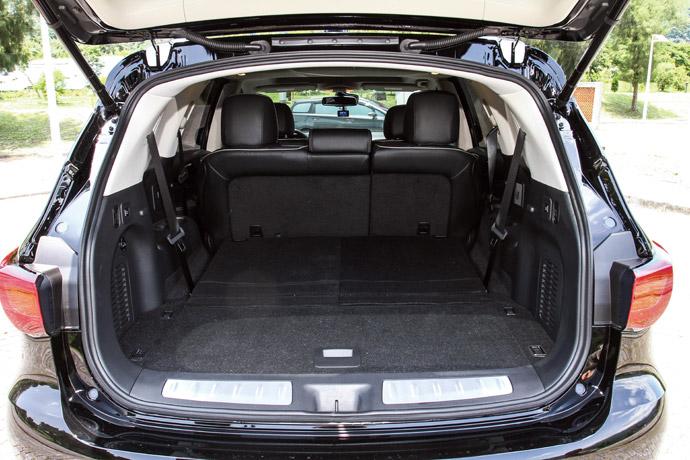 One Touch第三排椅背電動摺疊系統,讓後座行李廂位置容量升級。 版權所有/汽車視界