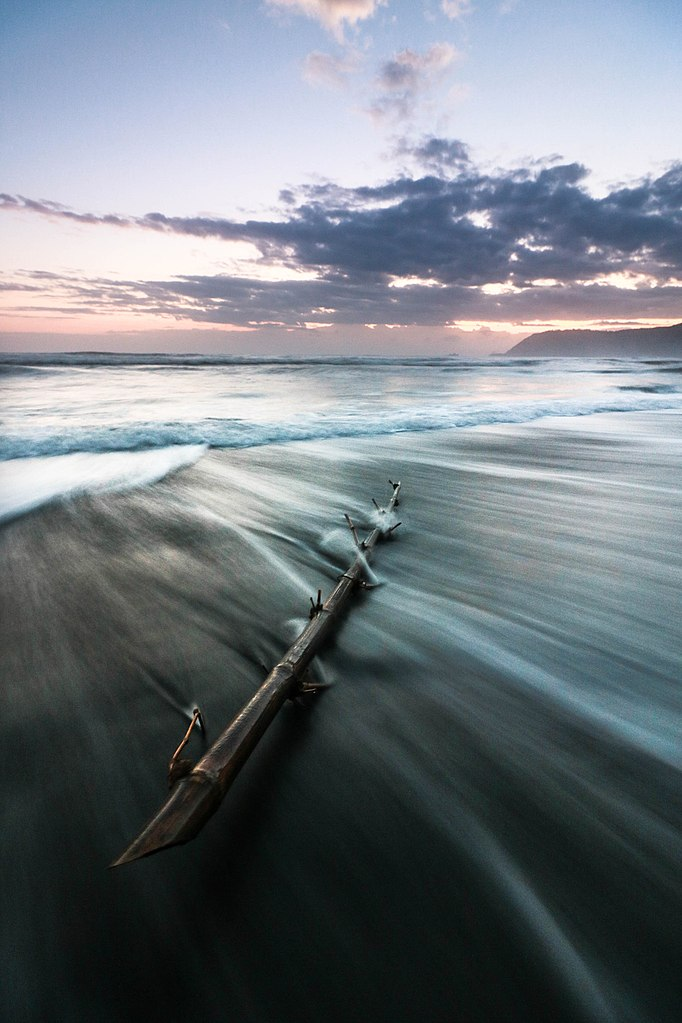 (Photo by Migo Santos, License: CC BY 3.0, 圖片來源500px.com/photo/143823675/sabang-beach-baler-philippines-by-migo-santos)