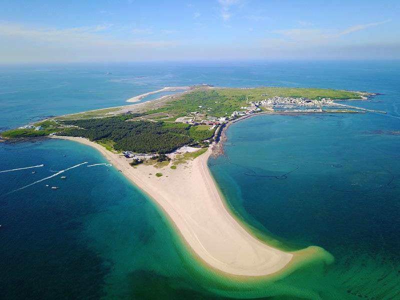 有著細緻白沙灘的澎湖吉貝嶼(圖/五福旅遊)