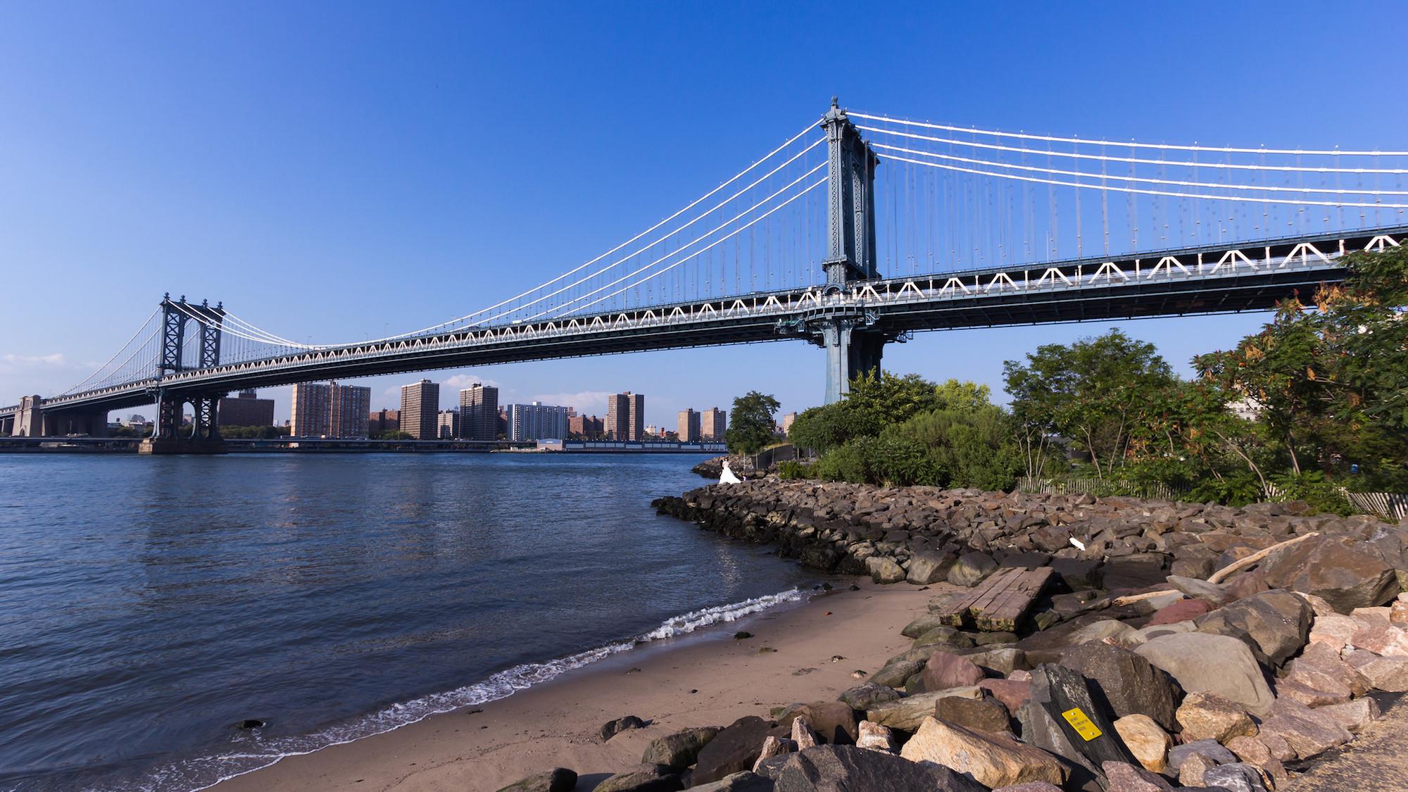 曼哈頓橋畔