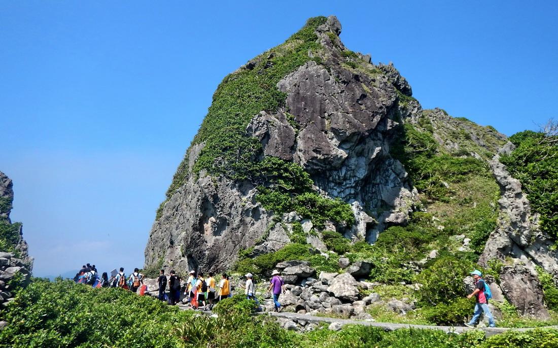 基隆嶼小規小,但島上小山丘起伏,制高點標高182公尺。