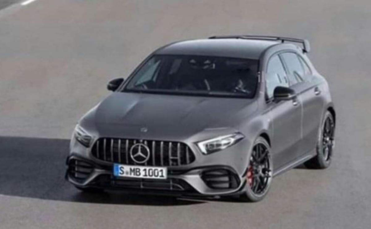 以先前輕度偽裝車跟原廠多部釋出影片來比對,此廠照無疑就是 M.Benz 最強的當家掀背車 AMG A45。