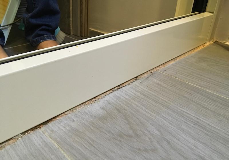▲異材質間未填縫,導致容易有漏水或出現蟲蛀等問題,做工粗糙。