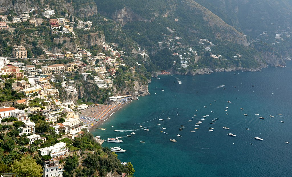 (Photo by Elvis Boaventura, License: CC BY 3.0, 圖片來源commons.wikimedia.org/wiki/File:Positano_-_panoramio_(16).jpg)