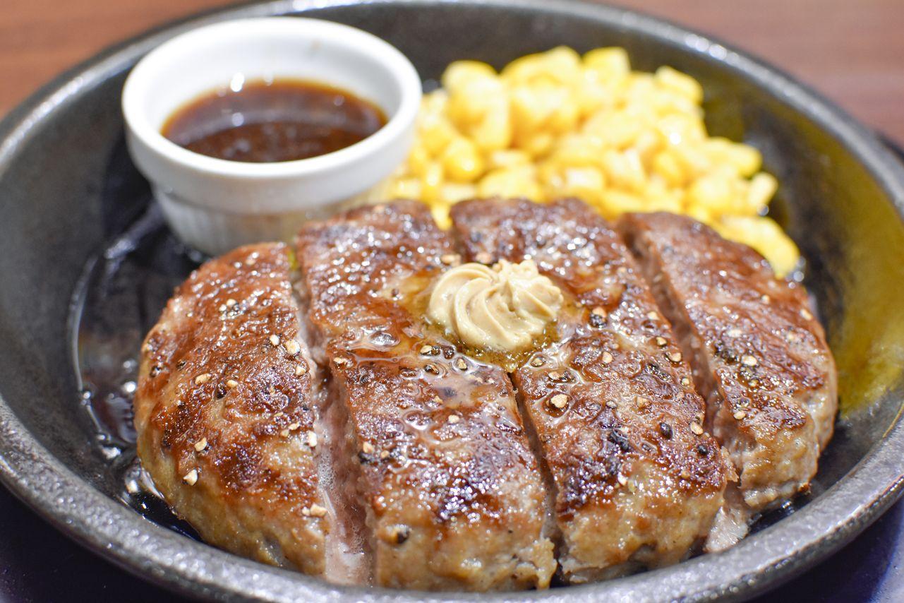 ▲用牛肉做成的漢堡排,多汁好吃最推薦小朋友吃。(豪爽牛肉漢堡排,300公克280元。圖片提供/IKINARI STEAK)