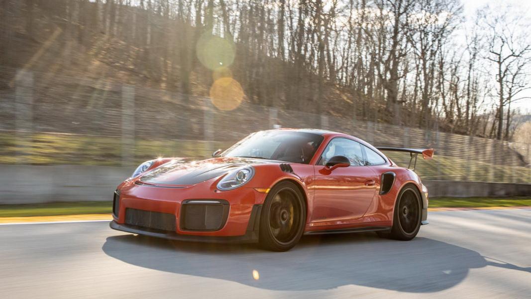 圖 / 曾創下紐伯林單圈最速道路紀錄的Porsche 911 GT2 RS來說,也小輸2020 Ford Mustang Shelby GT500 70馬力。