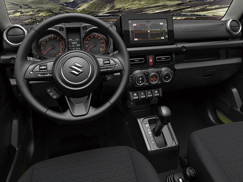 圖 / 全新第四代Suzuki Jimny以越野車用途為開發基礎,黑色調車室空間乍看下簡約,但其實導入許多實用設備。