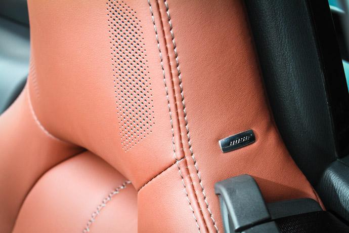 座椅的頭枕部位也置入了隱藏式BOSE喇叭,讓車內乘員在開篷時也能享受高品質的音源輸出。 版權所有/汽車視界