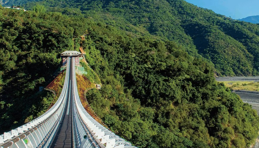 山川琉璃吊橋不僅美麗,更是連結屏東縣三地門鄉與瑪家鄉的人行吊橋。