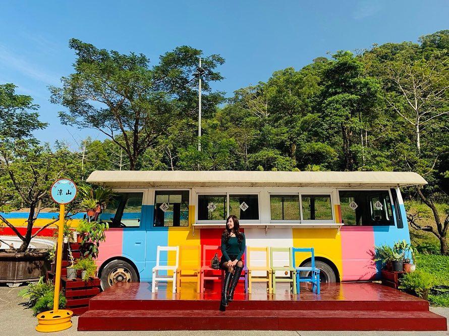 園區內的彩虹巴士
