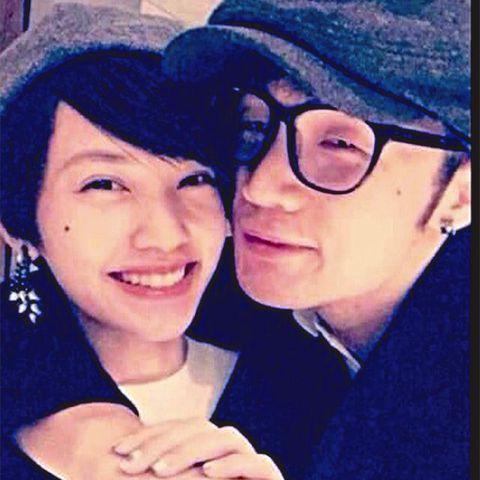 李榮浩2015年貼出與楊丞琳合照。(圖/翻攝自微博)