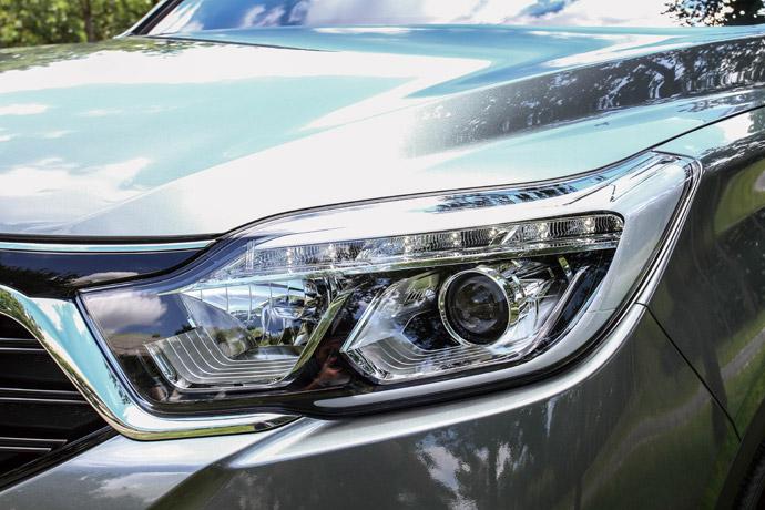 頭燈以LED的日行燈、方向燈與HID的近光燈所組成。 版權所有/汽車視界