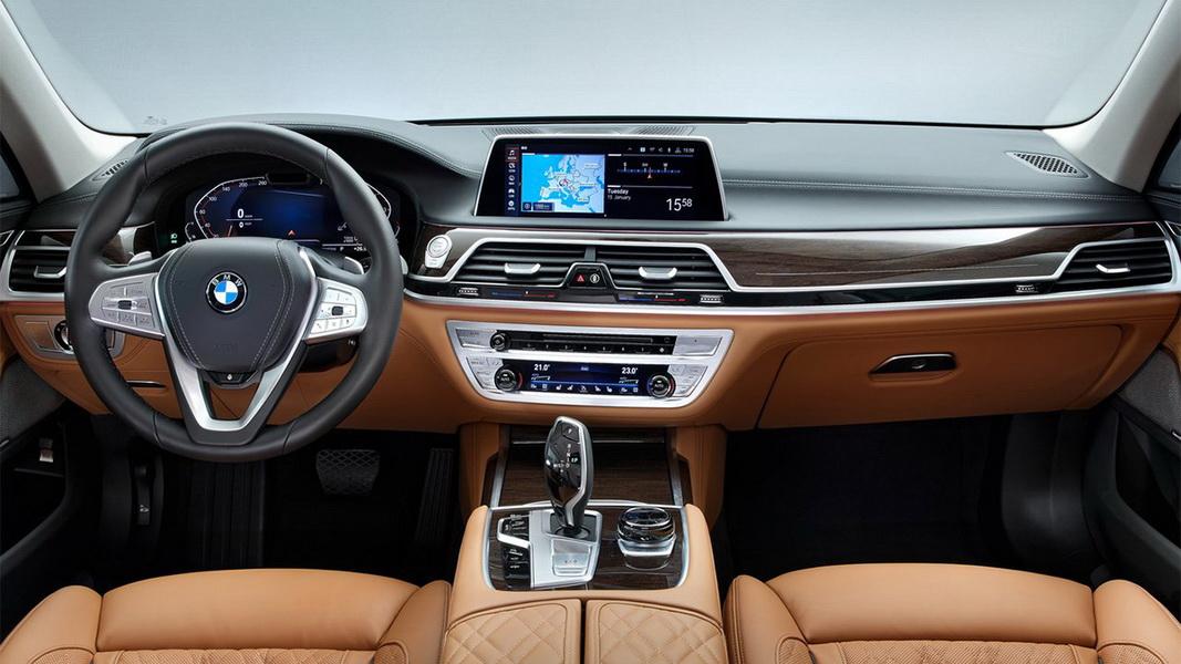 圖/BMW 7-Series(NEW) 730i同樣導入全數位虛擬座艙,雙C字對稱環繞虛擬數位儀錶,可依駕駛喜好個人化設定。