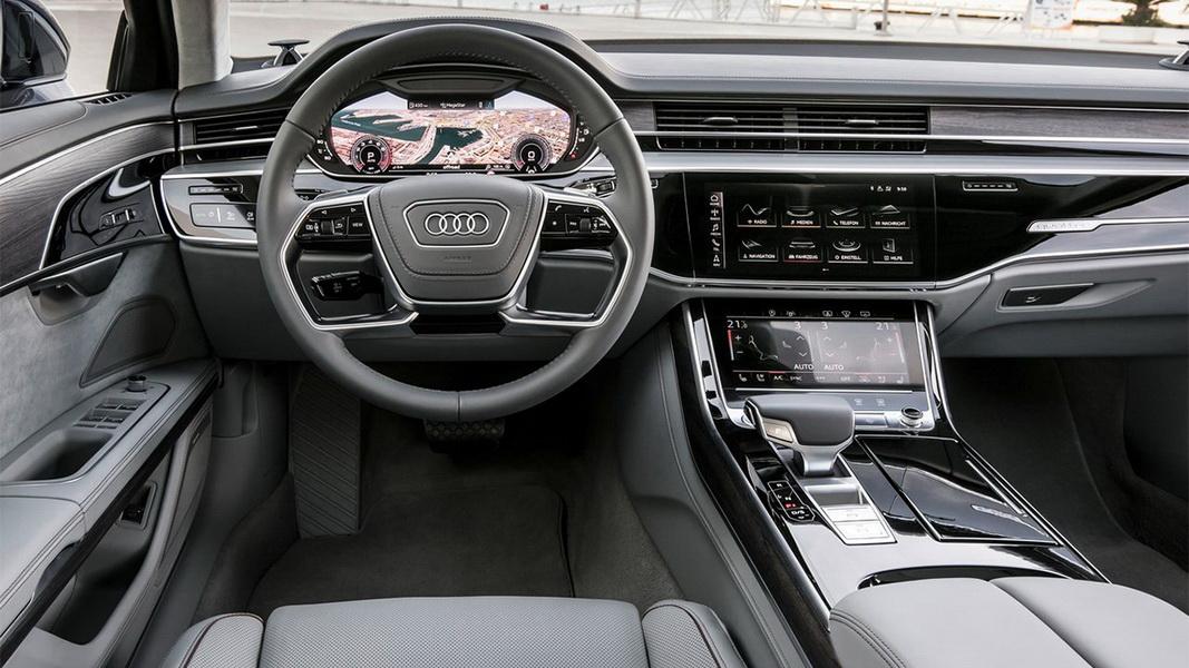圖/Audi A8 50 TDI Quattro運用Audi Virtual Cockpit全數位虛擬座艙科技,並首度採用MMI直覺式觸碰控制系統,以手指點觸或用說的即可操作多種功能。