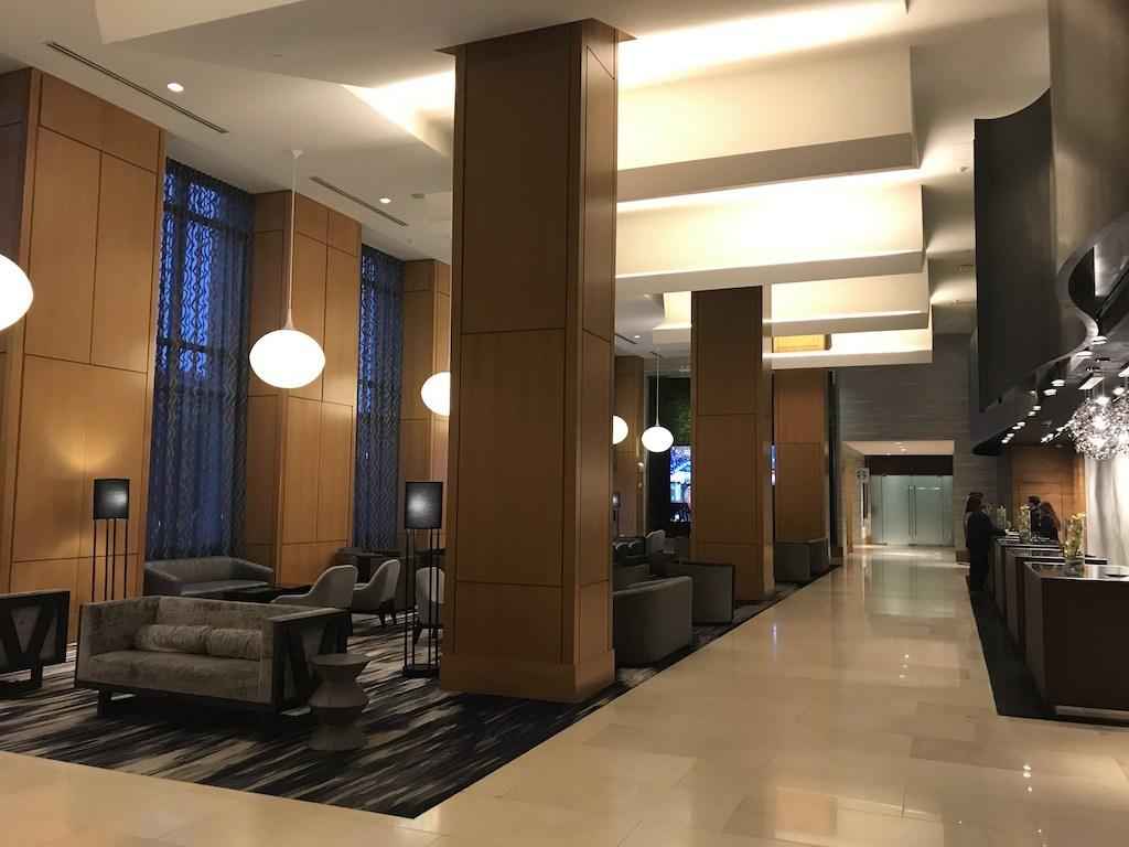 以機場酒店標準,這間酒店的大廳算是非常挑高,所以走進來非常舒服
