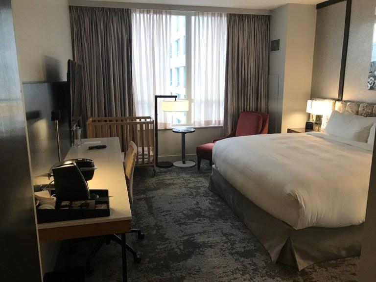 酒店新的裝修,從原本的原木風格,換為較為金屬現代的設計風