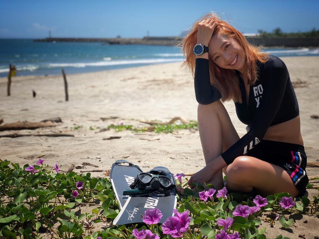海灘時尚!凱渥名模王心恬:私心愛鋼圈款比基尼、美式長袖海灘衣特顯瘦!