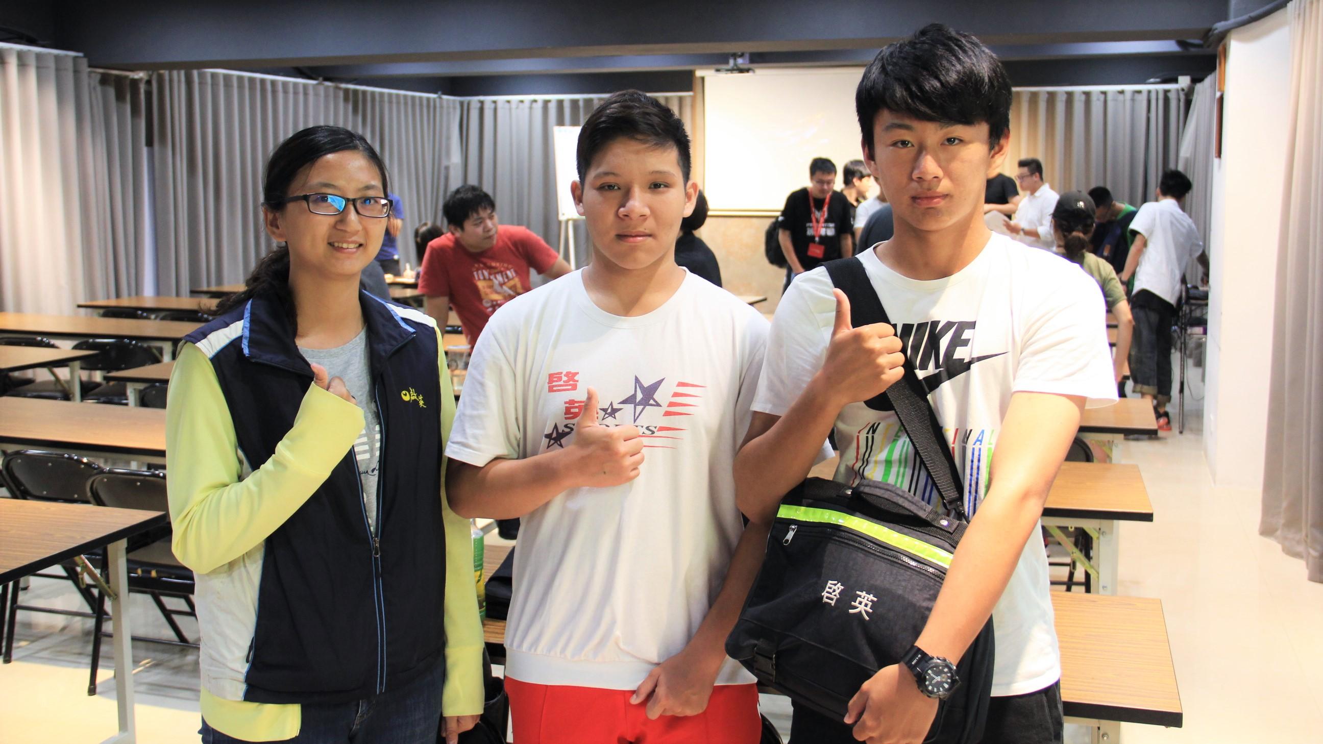 ▲啟英高中代表(左起)吳老師、郭同學、蔡同學表示校隊上學期就已成立,相當期待PMCC比賽。