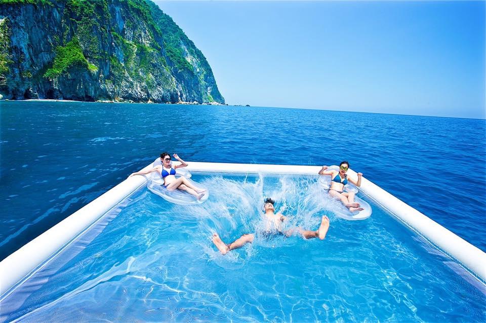 躍入海上游泳池超過癮 (圖片來源:太魯閣晶英酒店)